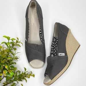 Toms gray canvas wedges